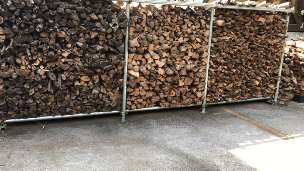 薪棚の足の部分