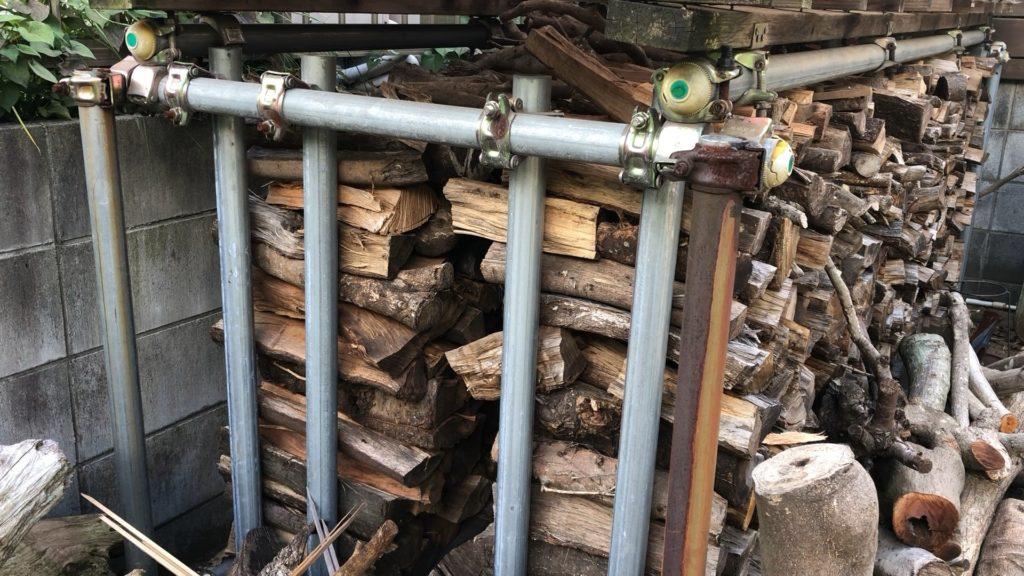 屋根有りの薪棚